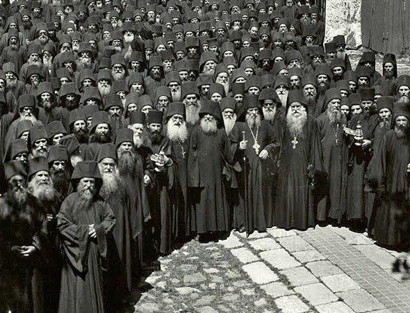 grup-de-monahi